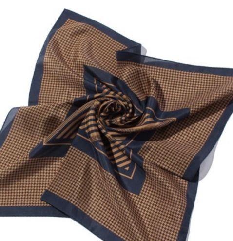 河野悦子 衣装 スカーフ